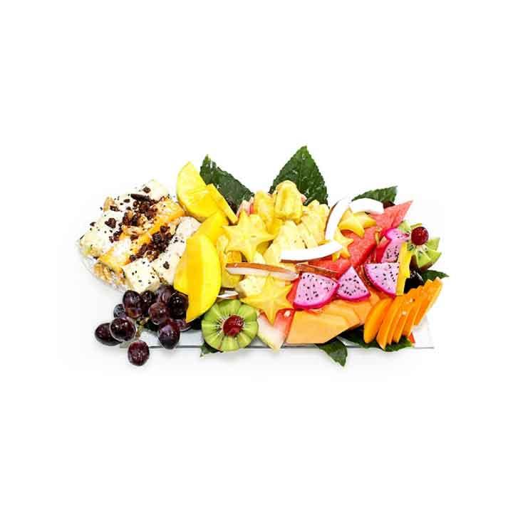 מגש פירות בשילוב סושי